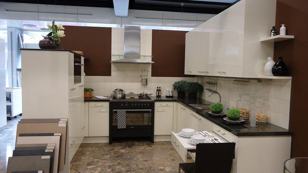 Keuken Plint Verwijderen : keukensite van Nederland Hoogglans vanille U-keuken [45351