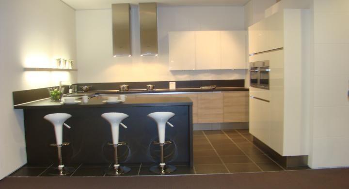 ... keukensite van Nederland  Moderne greeploze U keuken [45535