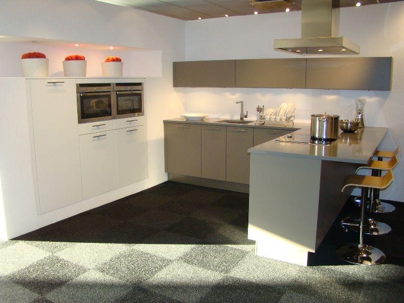 Allergrootste keukensite van nederland moderne keuken met bargedeelte 45446 - Dimensie centraal keuken eiland ...