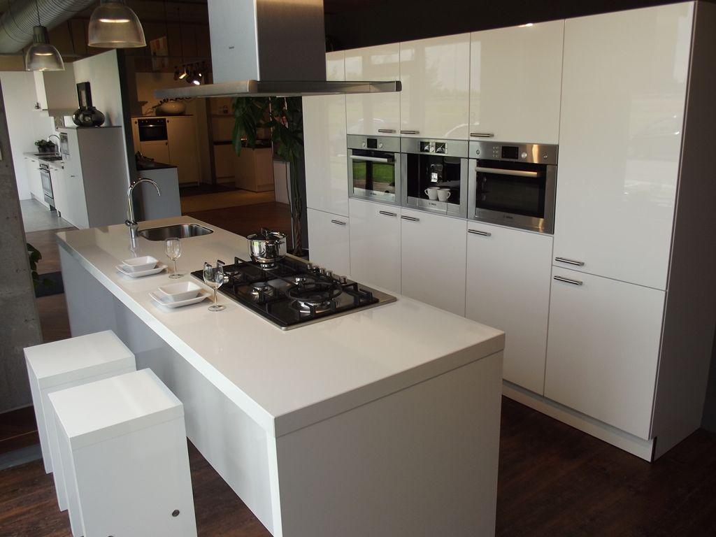Eiland keuken digtotaal - Keuken foto met eiland ...