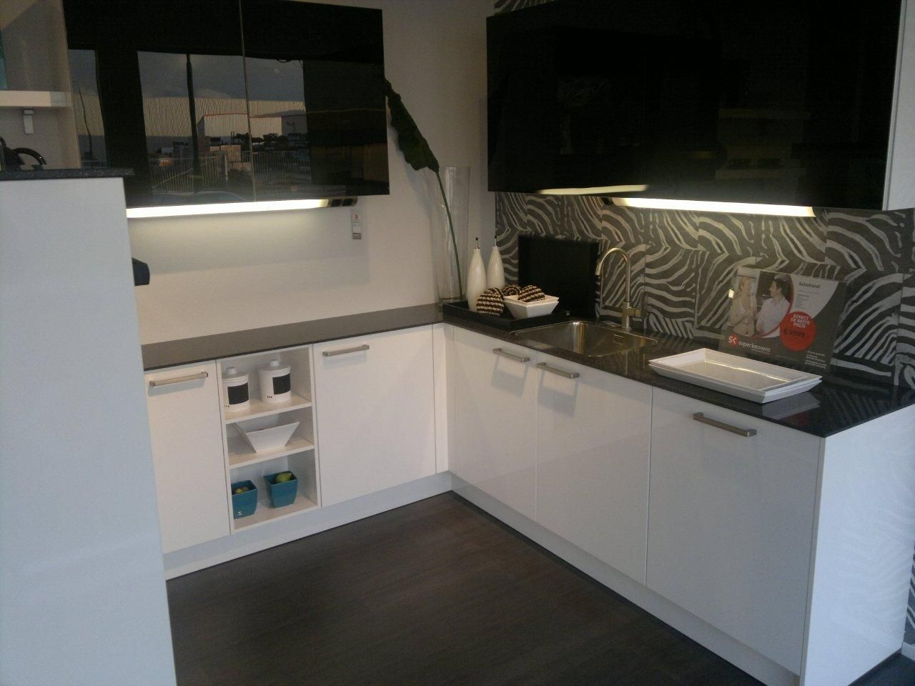 Allergrootste keukensite van nederland moderne hoogglans keuken 45021 - Model keuken wit gelakt ...