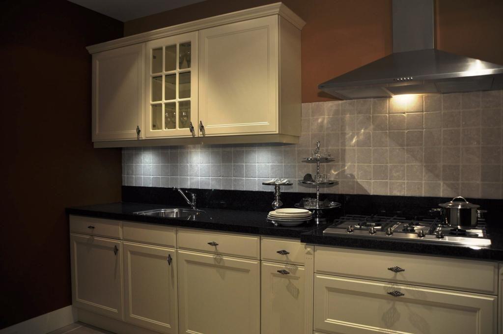 Natuursteen Blad Keuken : Bijzonderheden:* Natuursteen blad* Keuken staat nog geen jaar in