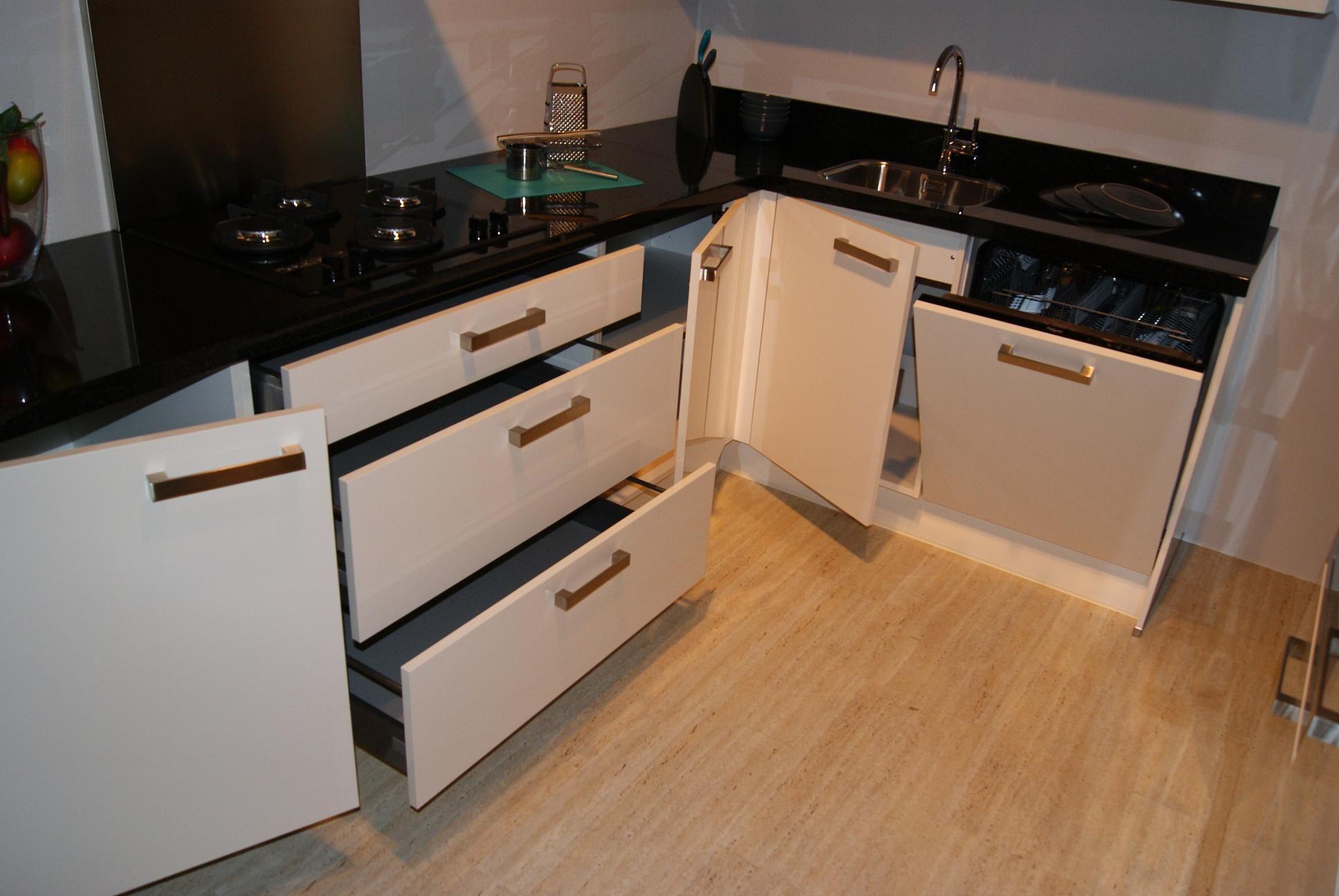 Keuken Plint Hoek : keukensite van Nederland Hooglans Lak keuken met Graniet [35836