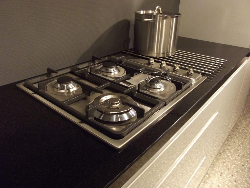 Greeploze Keuken Vaatwasser : Smeg Rvs Keuken : greeploze keuken met inbouwapparatuur van het