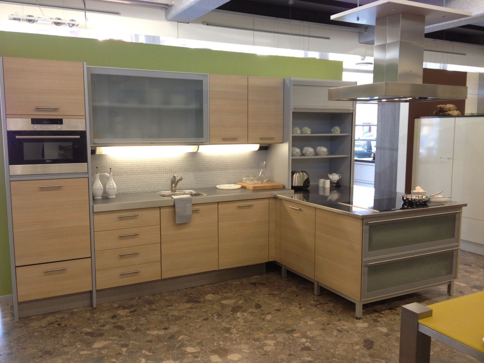 Keuken Plint Rvs : keukensite van Nederland Licht eiken/titaan hoek keuken [45352