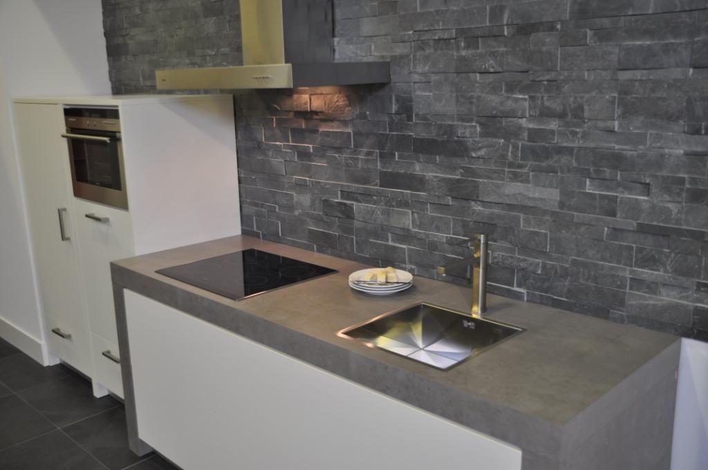 Keuken bar witte - Witte keuken voorzien van gelakt ...