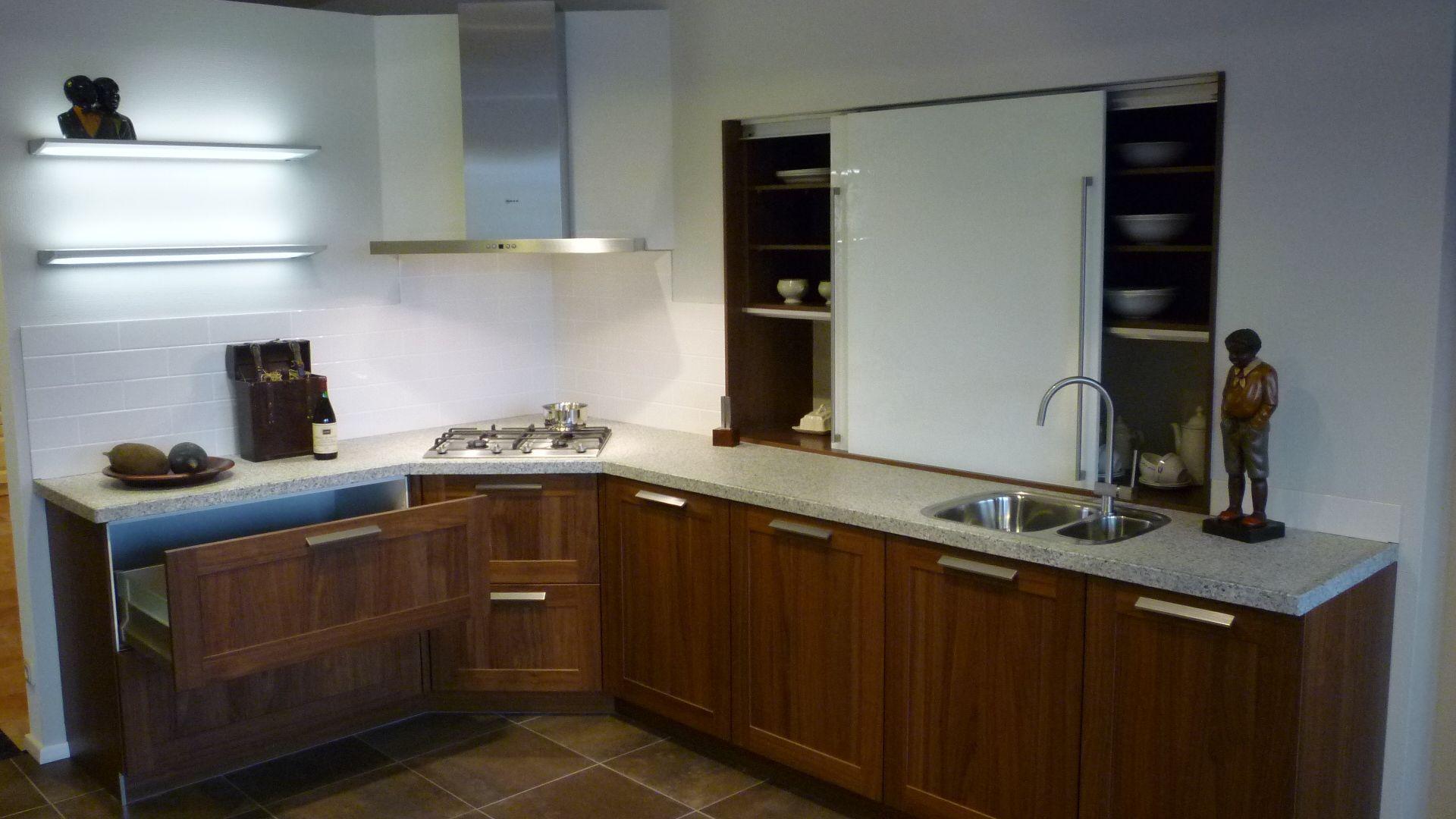 Allergrootste keukensite van nederland noten hout keuken met granieten blad - Granieten werkblad keuken ...
