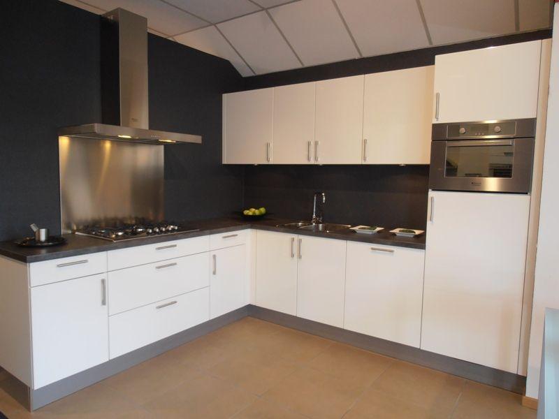 ... keukensite van Nederland  Hoogglans witte hoekkeuken [45634