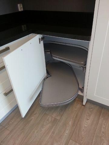 Carrousel Voor Keuken.Handig Keukengerei Voor Het Bakken Halve Carrousel Keukenkast
