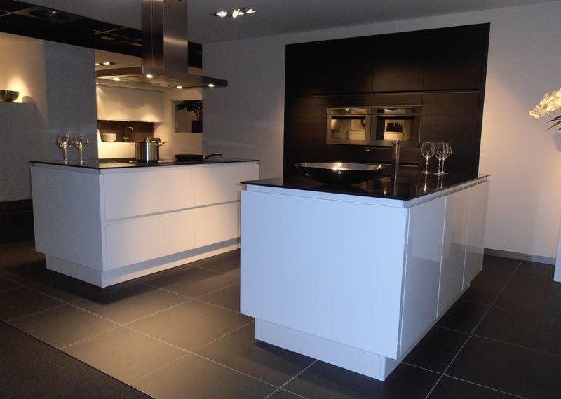 Allergrootste keukensite van nederland keuken met dubbel eiland in wit met - Eigentijdse keuken met eiland ...