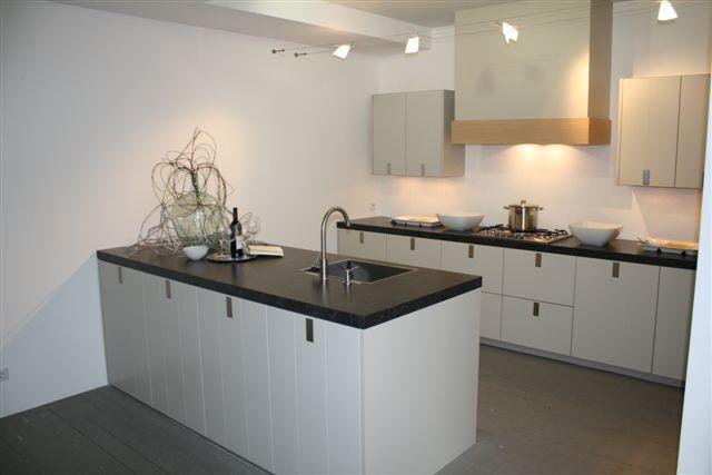 Allergrootste keukensite van nederland eiland keuken mat gelakt 3 3 48758 - Witte keuken voorzien van gelakt ...
