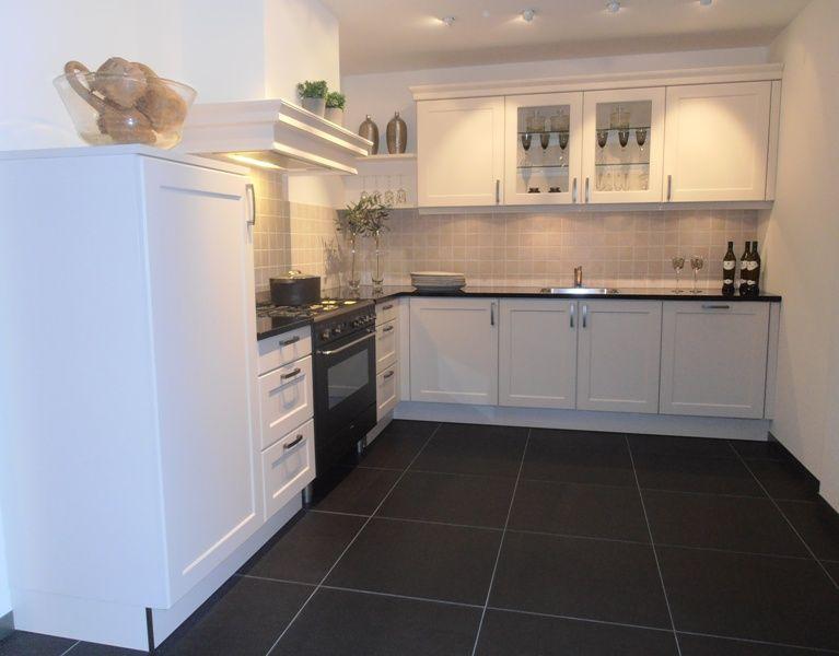 Allergrootste keukensite van nederland landelijke keuken in kleur magnolia - Keuken kleur ...