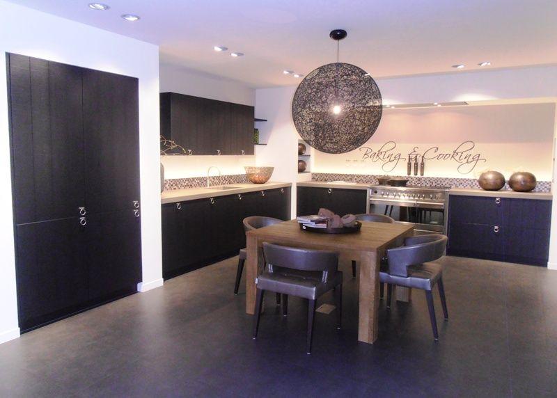 Landelijke keuken traditionele keuken gelakt met een fornuis op poten car interior design - Traditionele keukens ...