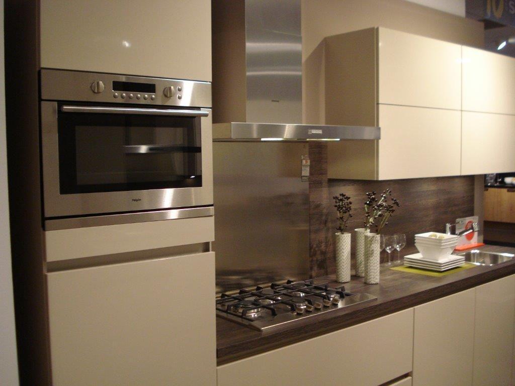 Allergrootste keukensite van nederland rechte greeploze hoogglans keuken 53039 - Afbeelding van keuken amenagee ...