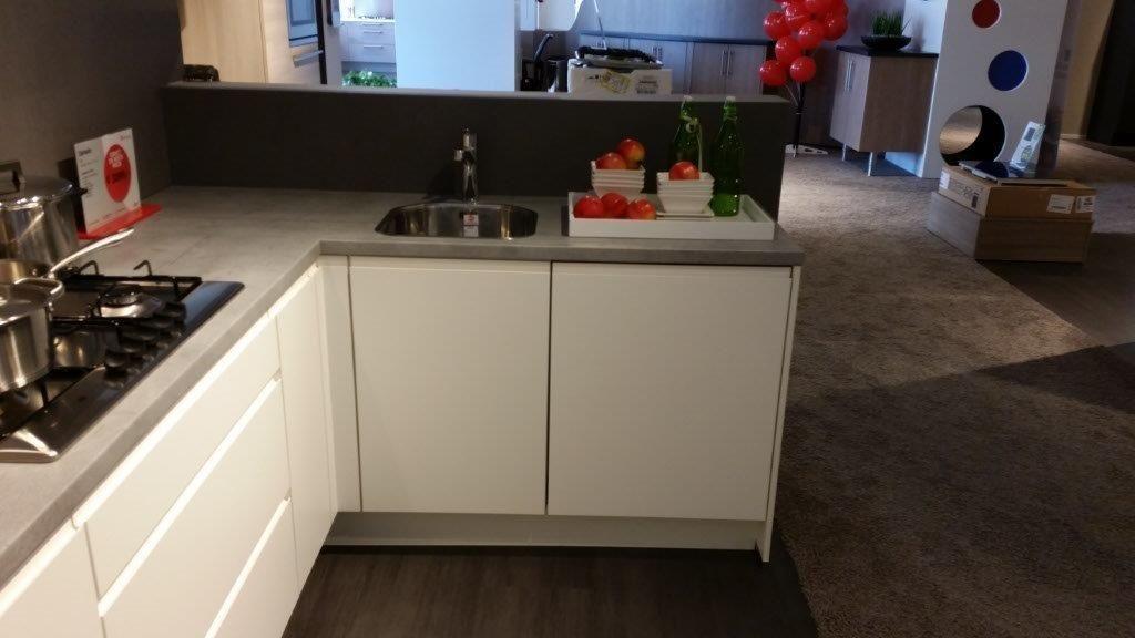 keukentrack nl   Allergrootste keukensite van Nederland   Witte greeploze keuken [53043]