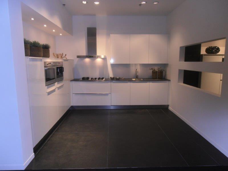 Hoogglans Witte Keuken Met Betonblad : van Nederland Witte hoogglans keuken met Atag apparatuur [50687