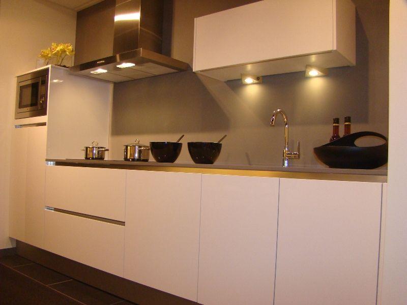 Allergrootste keukensite van nederland rechte keuken met composieten werkblad - Afbeelding van keuken amenagee ...