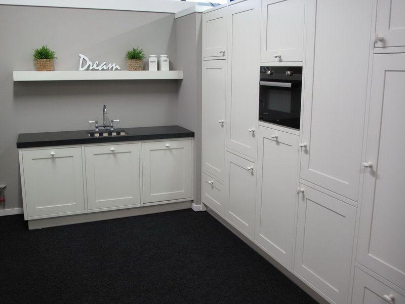Allergrootste keukensite van nederland grote klassieke oud witte keuken 26446 - Keuken witte lak ...