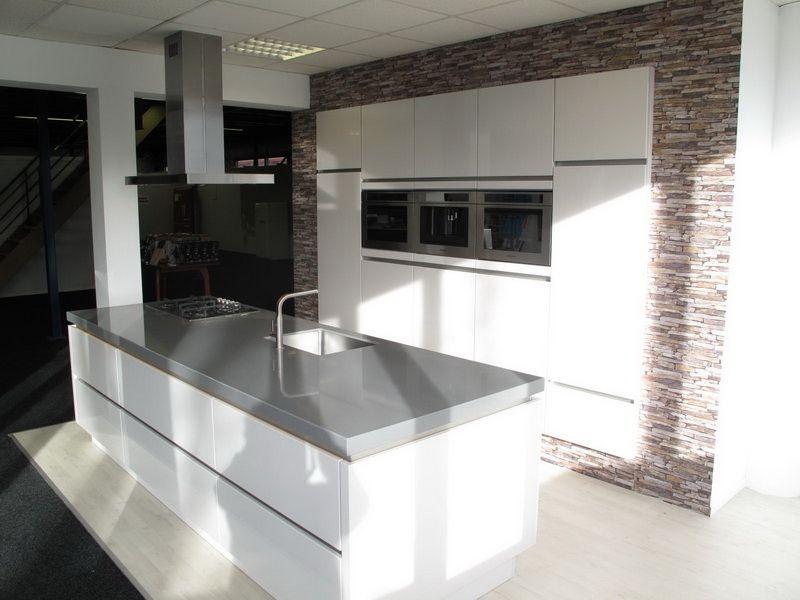 Allergrootste keukensite van nederland eiland keuken hoogglans gelakt 26447 - Model keuken wit gelakt ...