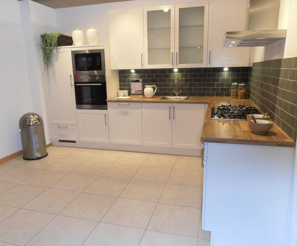 Allergrootste keukensite van nederland landelijke keuken in magnolia zijdemat - Afbeelding van keuken amenagee ...