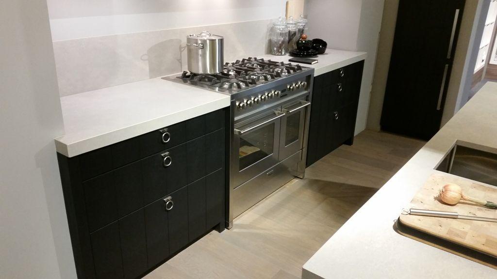 Keuken Donker Eiken : van Nederland Eiken gefineerde keuken met vrijstaand fornuis [54314