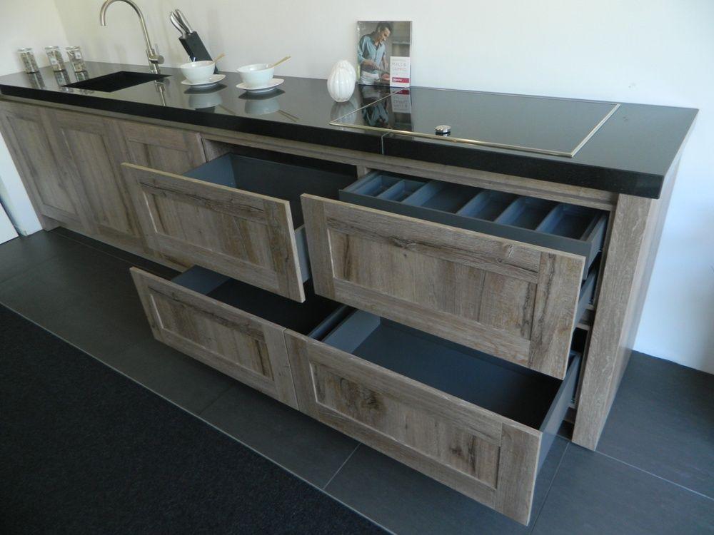 Robuuste houten kasten. gallery of stoere oud houten dressoir