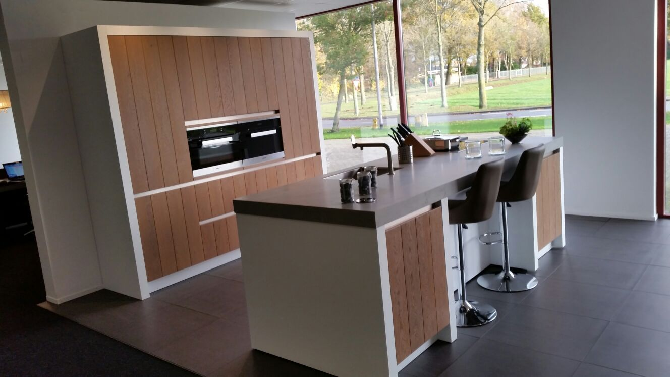 Allergrootste keukensite van nederland stoere massief houten eilandkeuken 55879 - Centrale eiland houten keuken ...