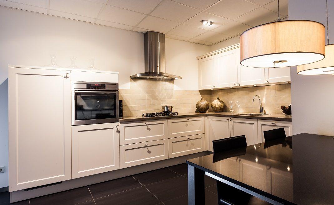 ... : ... van Nederland Landelijke keuken in de kleur Magnolia [50452