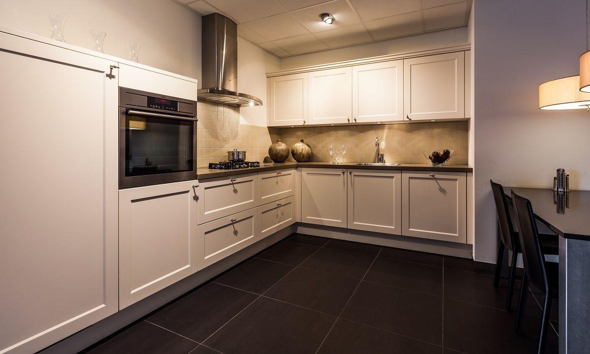 Rechte Keuken Magnoliawit : ... van Nederland Landelijke keuken in de ...