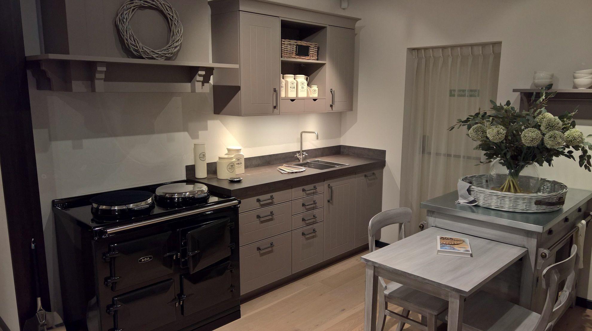 Wandplank Keuken Landelijk : keukensite van Nederland Gelakte keuken in Truffel [41136