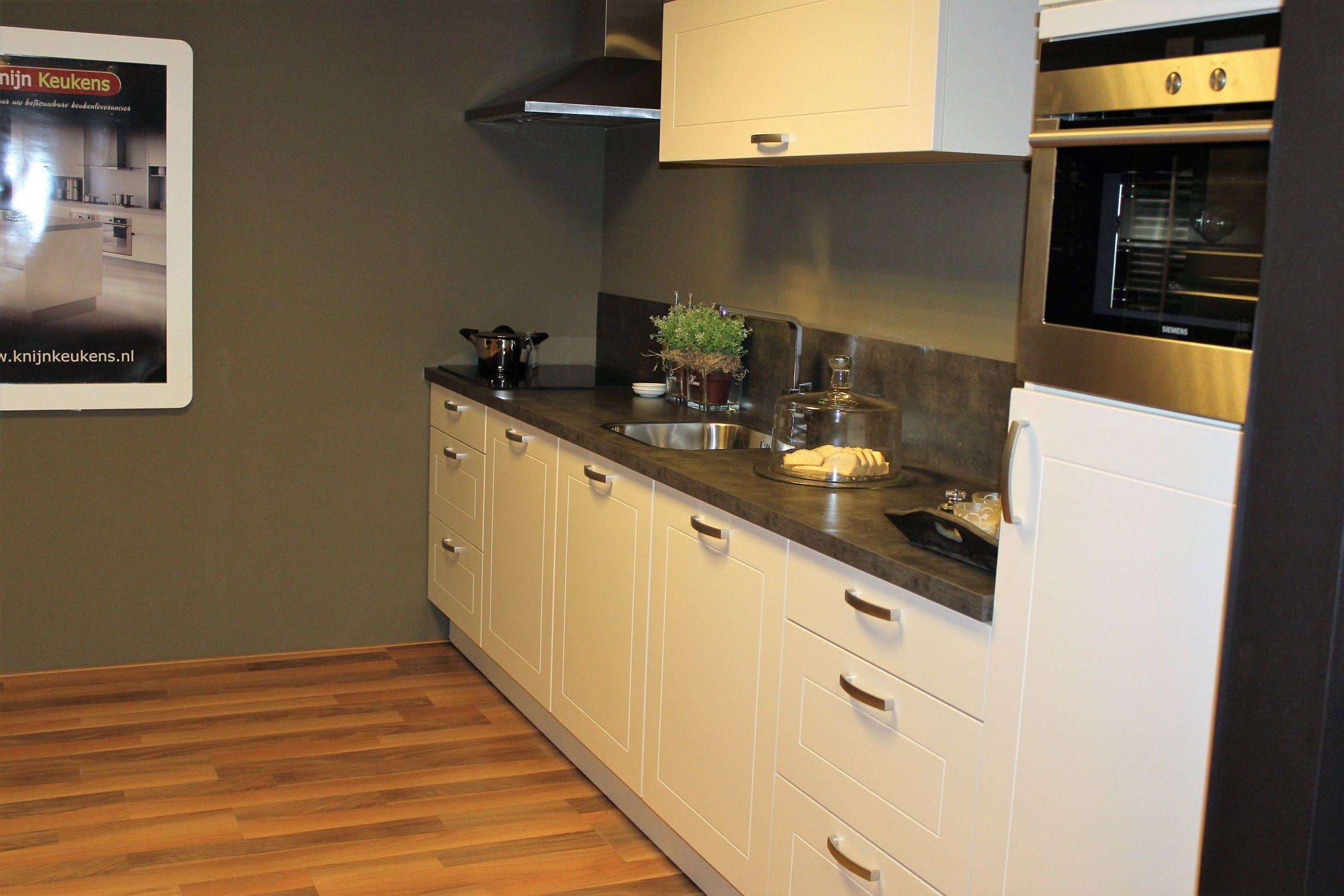 Allergrootste keukensite van nederland rechte keuken magnolia 47362 - Afbeelding van keuken amenagee ...