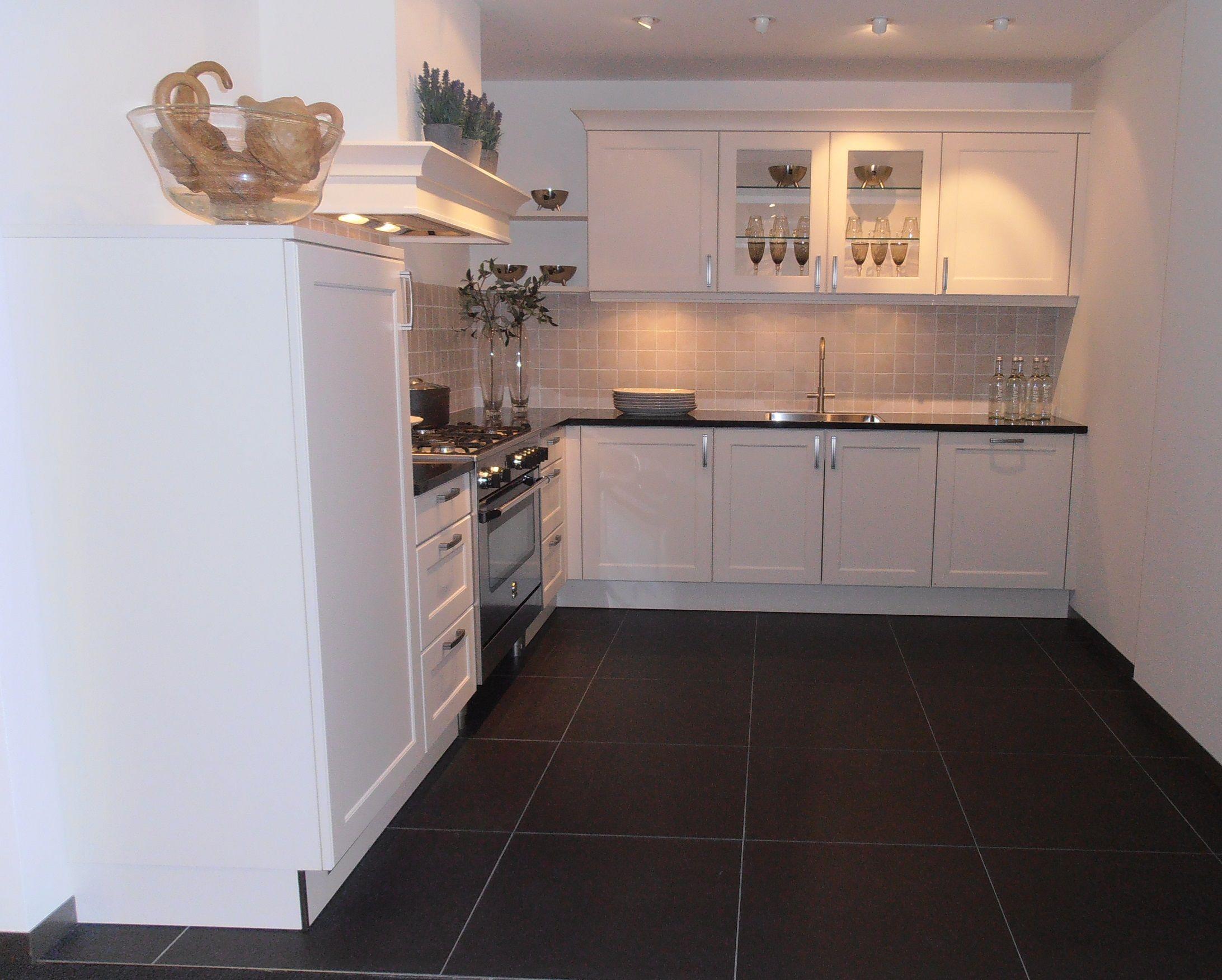 Allergrootste keukensite van nederland landelijke keuken met granieten - Keuken met granieten werkblad ...