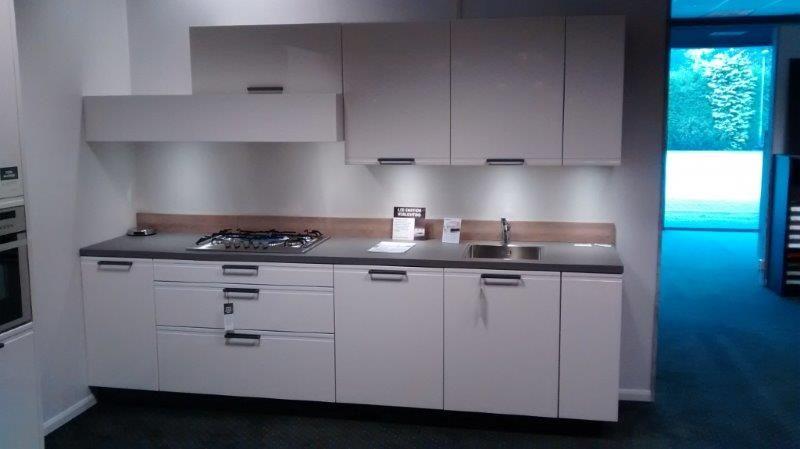 Allergrootste keukensite van nederland hoogglans gelakt beton blad 58012 - Model keuken wit gelakt ...